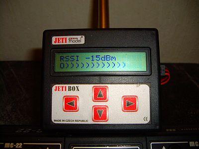 Indikace síly signálu mezi vysílačem a přijímačem Twin10E na displeji Jetiboxu